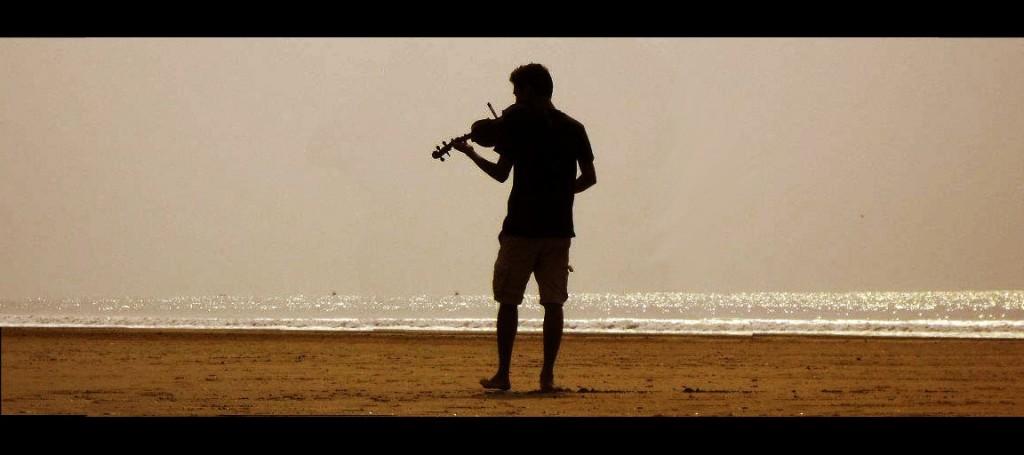 Fiddler by the Sea. Shankarpur, 2013